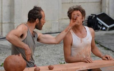 L'Homme Penché : spectacle de rue