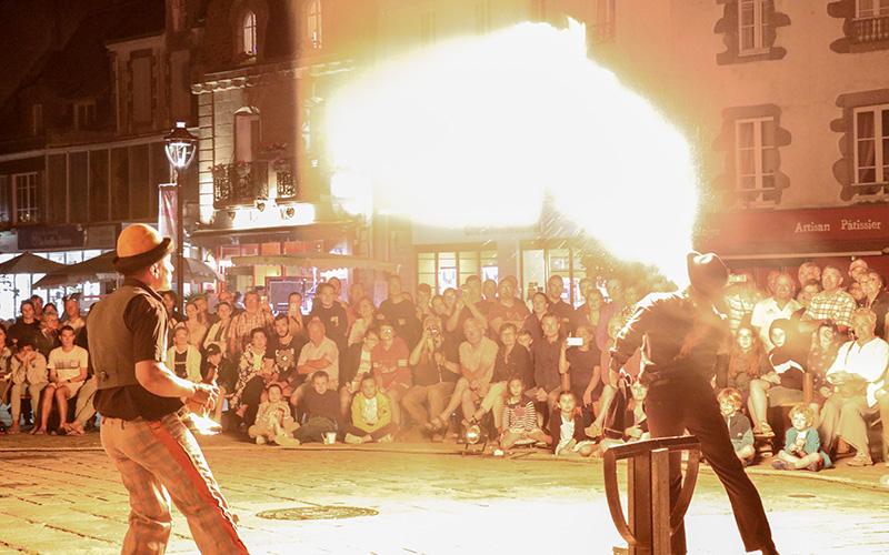 Un soir sur les quais : 10 concerts et spectacles de rue ce soir au Croisic