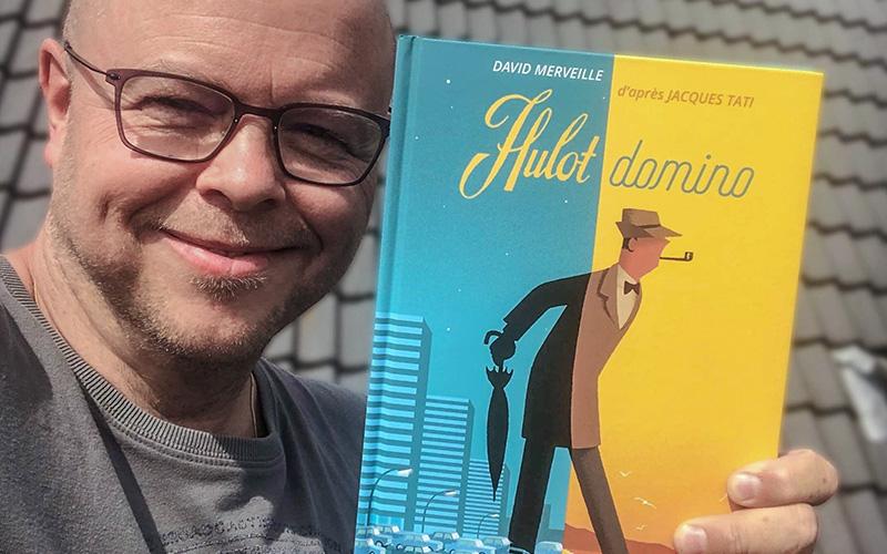 Un illustrateur belge en dédicace à Saint-Marc pour son livre sur M. Hulot