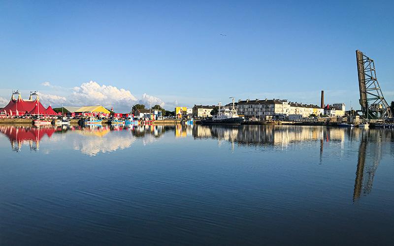 Saint-Nazaire : la barge Jules Verne au secours du Petit Maroc