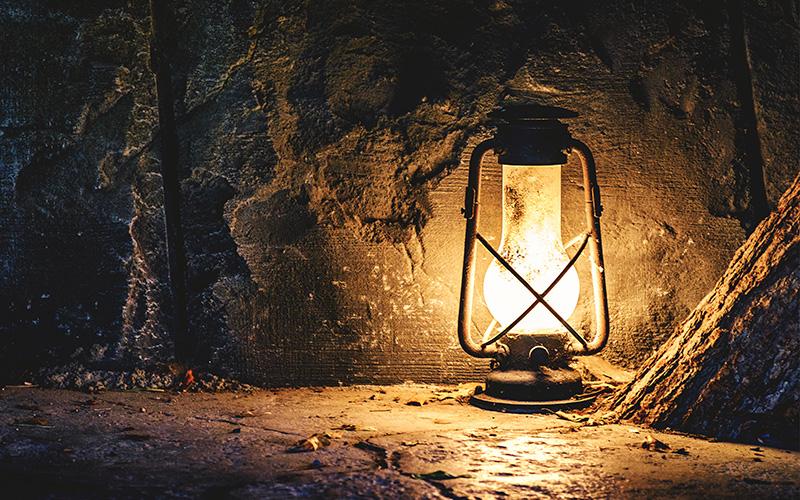 Guérande : une visite insolite de la Porte Saint-Michel à la lampe torche