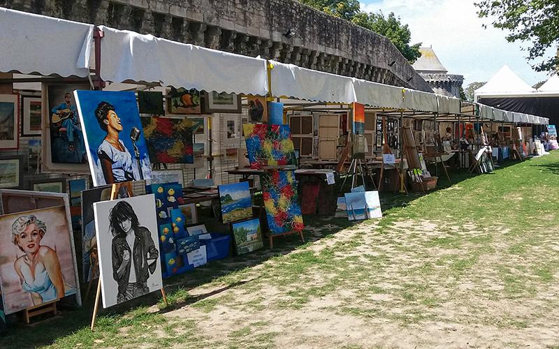 Guérande : un vide-ateliers d'artistes autour des remparts