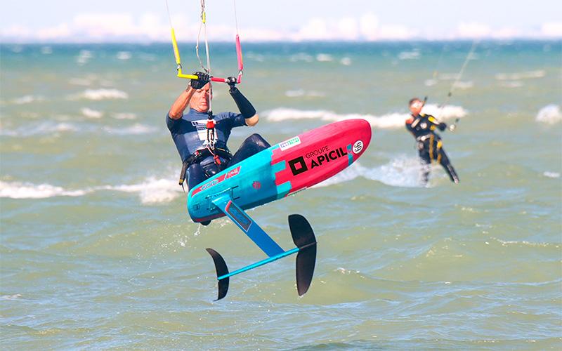 Saint-Brévin : Chris Ballois, champion du monde vitesse en kitesurf, en démonstration