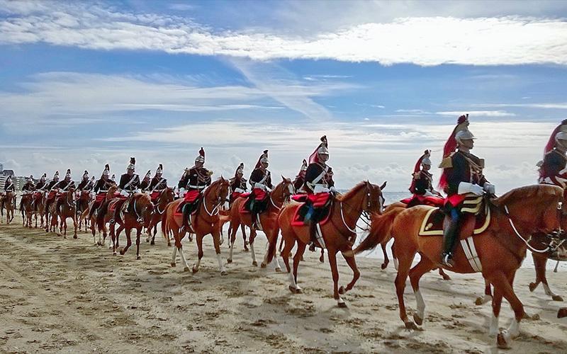 La Baule : la fanfare de cavalerie de la Garde Républicaine en parade dans la ville